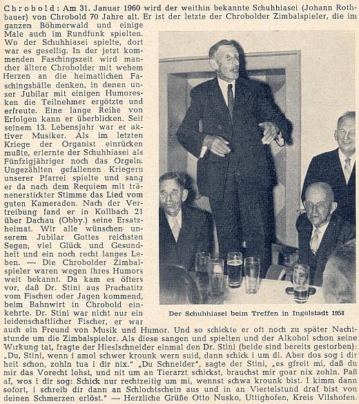 """Poslední z členů chrobolské cimbálové muziky Johann Rothbauer, zvaný """"po chalupě"""" Schuhhiasel, zpívá na rodáckém setkání v Ingolstadtu roku 1958"""