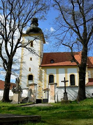 Chroboly a zdejší kostel Narození Panny Marie