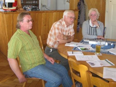 Na jednom ze zasedání krajanského sdružení Heimatkreis Prachatitz v místní části Ingolstadtu Oberhaunstadt roku 2010 - odleva Walter Beutel, Adolf Paulik a ona
