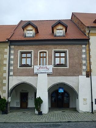 Dům čp. 39 na Velkém náměstí, kde se vPrachaticích narodil