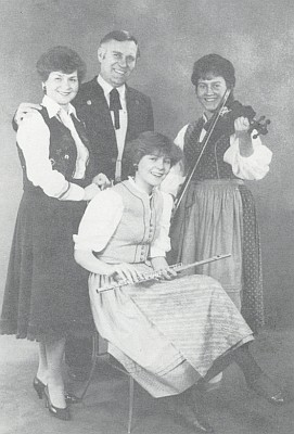 Gretl a Franz Metschlovi i s dcerami Carmen a Heike