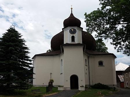 Železnorudský kostel a fara na snímcích z roku 2017