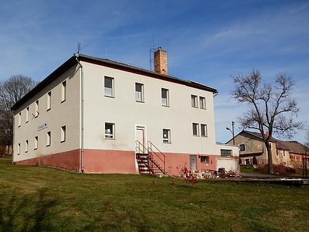 Někdejší škola v rodném Perneku, kde učil jeho otec