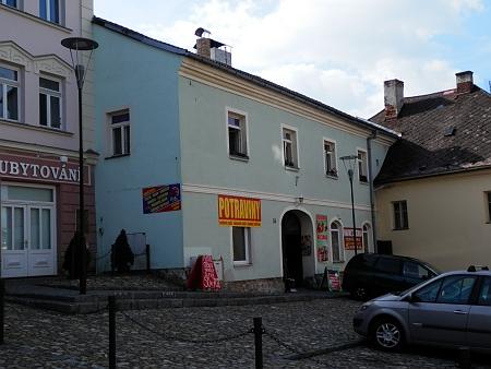 Dům čp. 35 na kašperskohorském náměstí na snímku z roku 2014