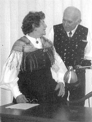 V rozhovoru s Rudolfem Wurscherem, předsedou bavorského zemského svazu DBB, v němž působí jako jednatelka a jehož předsedou byl do roku 1985 její manžel Johann Micko