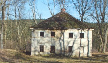 """""""Kastner Schlösschen"""", zvaný také Jánský zámeček, opuštěný objekt u Broumova"""
