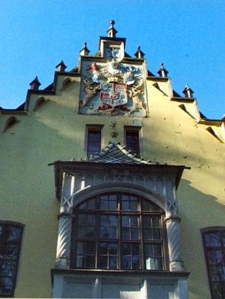 Lovecký zámeček Berchembogen poblíž Trstěnic (Neudorf) se znakem bavorského rodu Haimhausenů, kteří byli i staviteli osady Nový Haimhausen, zmiňované v Mickově textu