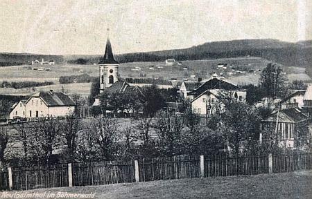 Stará pohlednice zaniklé vsi Jedlina s kostelem sv. Anny