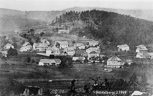 Zvonková v roce 1869, na nejstarším svém fotografickém snímku vůbec, ještě bez kostela