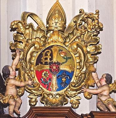 Znak opata Quirina Mickla na mnišském chóru ve Vyšším Brodě