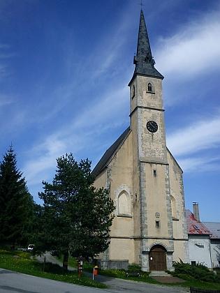Kostel sv. Filipa a Jakuba v Přední Výtoni nasnímku z roku 2013...