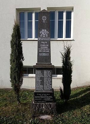 Na brložském pomníku padlým v 1. světové válce najdeme jména dalších místních Mikešů
