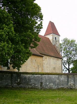 Farní kostel sv. Bartoloměje v Malontech...