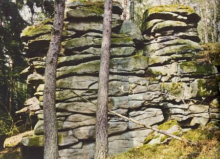 """Tzv. """"oltářní kámen"""" (Altarstein) při hoře Hradiště (Radischen)"""