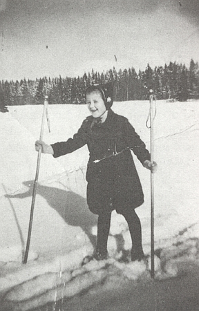 Lyžující Ilse v Hrabických Ladech na snímku někdy ze zimy 1937-1938