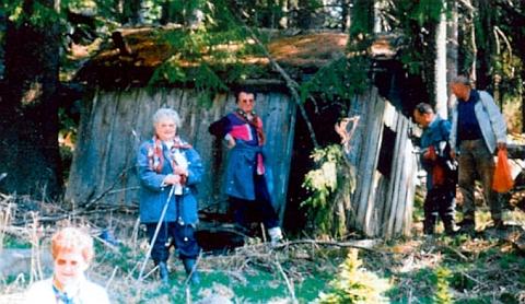 """Někdejší """"poustevnu"""", kterou obýval """"Schwaumer Kaunrod"""", našli tu prý krajané z někdejšího Jablonce"""
