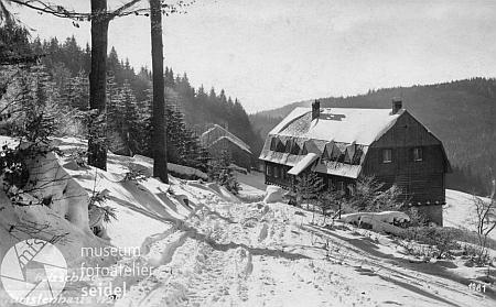 Holzschlag - tato turistická chata byla po dlouhou dobu základnou pro lyžování pod Smrčinou