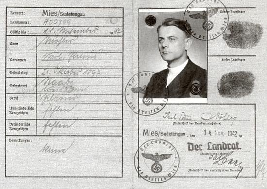 Jeho osobní průkaz z listopadu 1942, platný do roku 1947
