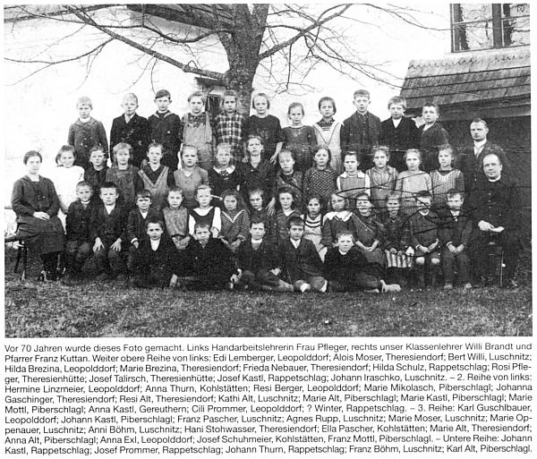 Na snímku školy v Terčí Vsi z počátku dvacátých let 20. století sedí Franz Mottl ve druhé řadě zcela vpravo hned vedle faráře Franze Kuttana