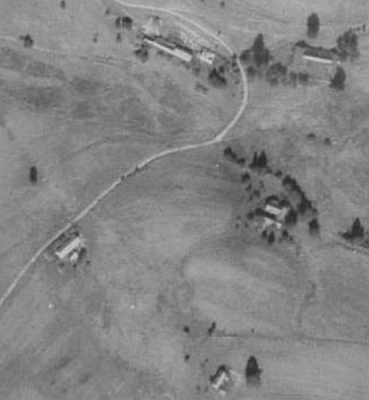 Jeho rodné Pivonice u Pohorské Vsi na leteckých snímcích z let 1952 a 2010