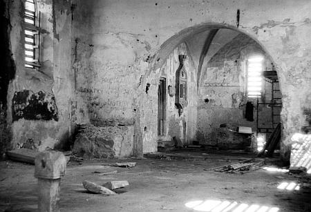 Kostel sv. Martina v Polné v roce 1992...