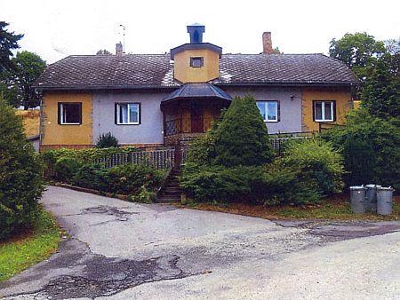 """Dům čp. 248 blízko Kandlova mlýna v dnešní prachatické Krumlovské ulici, kde umělkyně žila v letech 1910-1928, zvaný také """"Villa Mugrauer"""""""