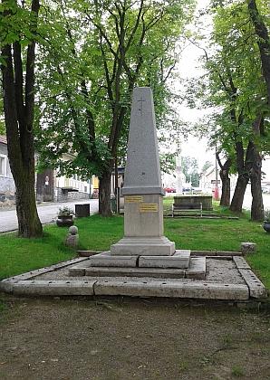 Obnovený památník pašijových her na hořickém náměstí