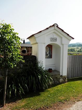 Opravená výklenková kaple v Pěkné