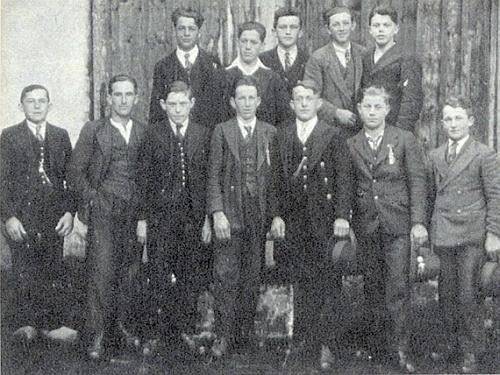 S kamarády z rodné vsi stojí vzadu druhý zleva na snímku pořízeném 1937, tedy dva roky před velkou válkou, vníž padli oba dva stojící při něm zleva izprava, v přední řadě pak ten druhý odleva