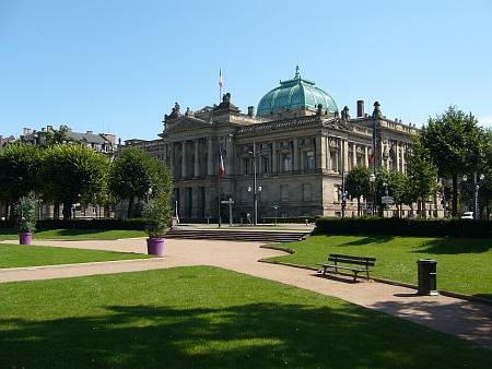 Národní a univerzitní knihovna ve Štrasburku na někdejším císařském náměstí (Kaiserplatz), dnes Náměstí republiky (Place de la République)