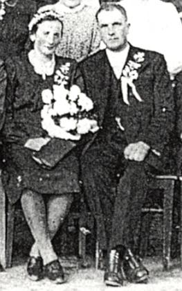 Na výřezu ze svatební fotografie v roce 1946 (viz i Evermod Friedrich Gross)