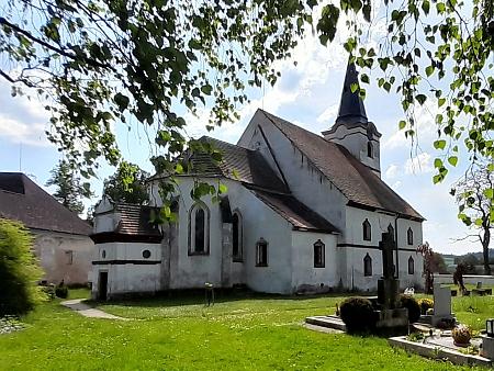 Tady v lodhéřovském kostele sv. Petra a Pavla byl v roce 1903 pokřtěn
