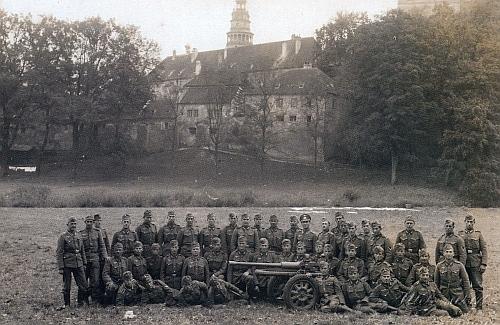 Část jednotky wehrmachtu, která obsadila Český Krumlov roku 1938, nasnímku Josefa Wolfa