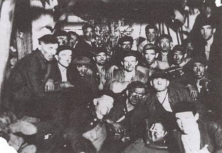 """Štědrý večer vězňů v jáchymovských dolech - 24. prosince 1949 ve 22 hodin na šachtě nazvané """"Fierlinger"""""""