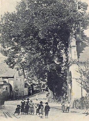 Staré Prachatice na snímku z doby kolem roku 1899, kdy se narodil