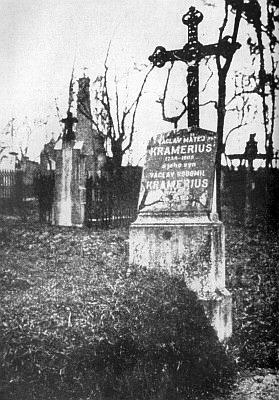 Hrob Václava Matěje Krameria a jeho syna Václava Radomila na Olšanských hřbitovech v Praze