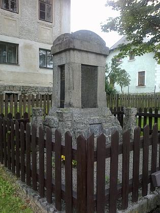 Památník padlých v 1. světové válce v rodných Nových Hutích - válka začala osm měsíců po jeho narození