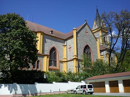 Kostel sv. Jana Nepomuckého v Hluboké nad Vltavou, kde probíhal svatební obřad (viz i Václav Alois Svoboda Navarovský)