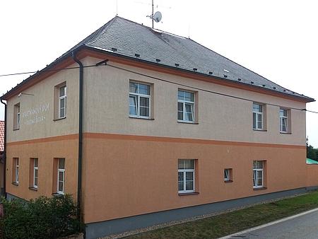 Někdejší škola ve Světlíku, jeho rodný dům