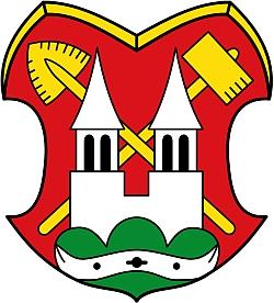 Znak městyse Lam, udělený mu v roce 1957, symbolizuje kolonizační minulost místa a okolí, svěřenou církvi