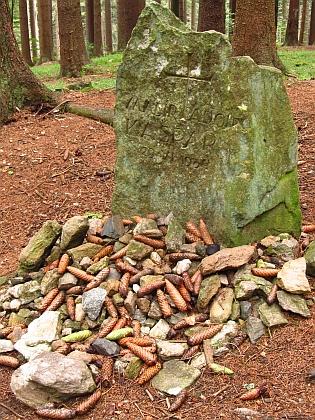 ... a památník poblíž Černého jezera na místě, kde skonal