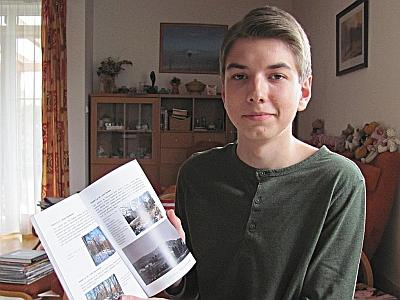 V roce 2015 se svou první knihou