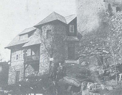 """Vimperské """"hnízdo"""" WV zvané """"Wandervogelnest"""" těsně před dokončením v roce 1926"""
