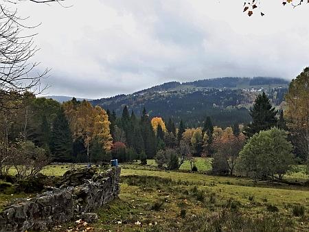 Pohled opačným směrem přes zaniklé Horní Světlé Hory na bavorskou stranu