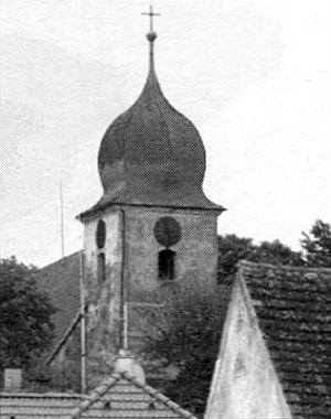 """Ve třicátých letech minulého století působil v """"šumavské"""" vsi Mělnice se starobylým kostelem sv. Jiljí z konce 13. století, zde inastaré pohlednici"""