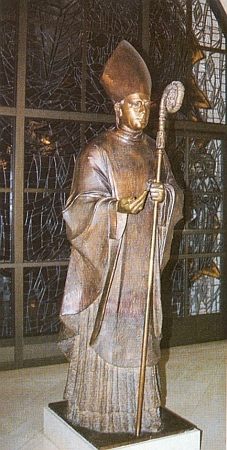 """Socha světcova u vchodu do """"českomoravské"""" kaple ve Washingtonu"""
