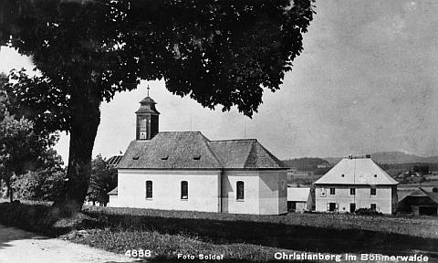 Kostel a fara v Křišťanově na pohlednici Josefa Seidela