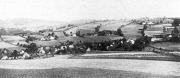 Rodná obec, listinně zmiňovaná už k roku 1359, měla v roce 1939 více než 200 obyvatel