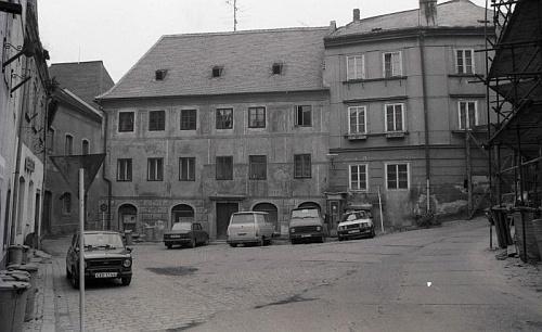 V Českém Krumlově bylo po něm pojmenováno náměstíčko, zvané jinak Na Louži - v říjnu 1988 pořídil tento jeho snímek Dr. Othmar Hanke