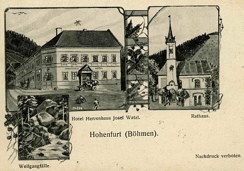 Stará pohlednice Vyššího Brodu zachycuje hotel Panský dům, radnici a Wolfgangovy vodopády